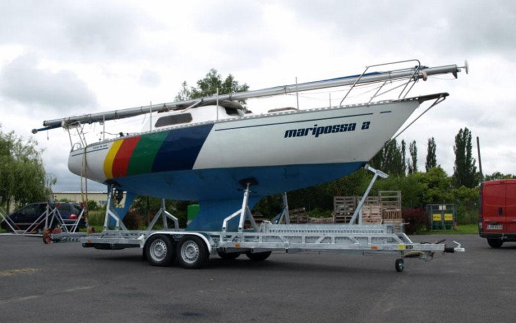 Heavy biaxial boat trailer
